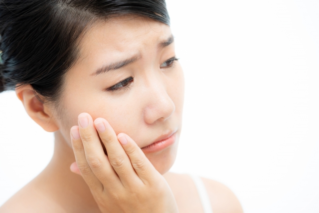 乾燥する冬。スキンケアを怠ると起こりうる肌トラブルと原因とは?